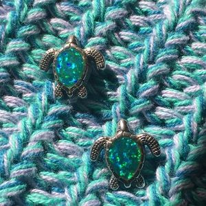Jewelry - Silver/Opal Turtle Earrings